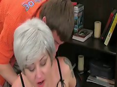 Filthy mature milf enticing young boner for some steamy pounding