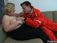 Monster tits bbw gets lured into blowjob and pussy fucking