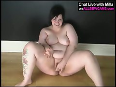 Fat tattoo bbw plays with her pussy