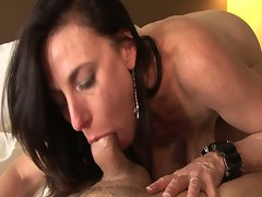 Slutty brunette mom gets nailed in hd