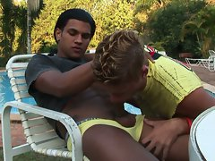 Hot gay latinos kaio and wendell injecting their ass by the pool