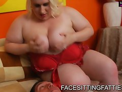 Fatty white babe loves dick pumping