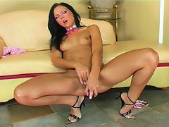 Babe Susie Diamond masturbates with huge dildo