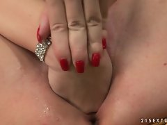 Horny Laura King does a solo play with her cum soaked pussy