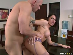 Bitchy babe Juelz Ventura gets hooked with her man's cock from behind