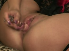 Hot babe Donna Bell uses her favorite toy in her sweet pink pussy