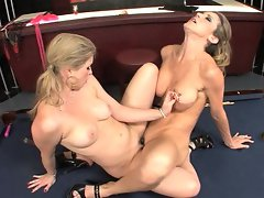 Sunny Lane and Kayla Paige scissoring their slits