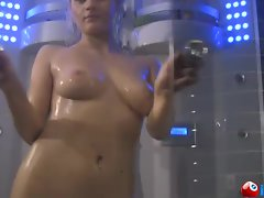 Blonde Bomb shell takes a shower