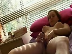 hot puffy girl orgasm !
