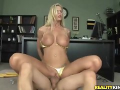 Amazing blonde does what she&amp,#039,s told