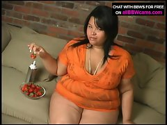 Dessert eating BBW from her pussy pt 1