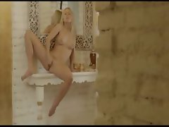 blondie babe Carla fingering snatch