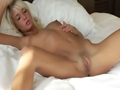 Blonde beauty spreads pink vagina