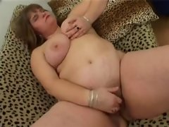 thick lass plays with her vagina