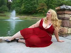 BBW Anastasia Lady in Red