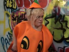 Blonde midget in pumpkin costume gets all slutty with a horny dude
