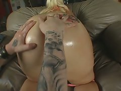 Fatty fuck action by this big ass plug action