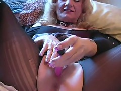 Hot and horny solo blonde granneis