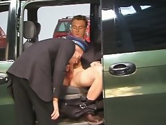 Limousine service dude sucks cock for delaying