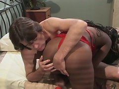 Ghetto hoe gets pounded by white guy in interracial anal sex