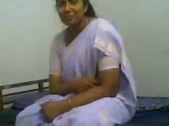 Indian sexy milf gives nice head