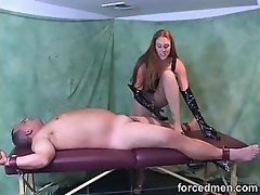 Hottie in latex gloves gives a handjob