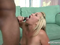 Filthy Mommy fond a ebony large dong