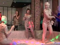 Mud fighters show luscious butts and hooters
