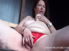 Outdoor pussy masturbation with attractive mature