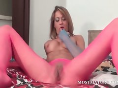 Experienced stunner in pantyhose rubbing vagina